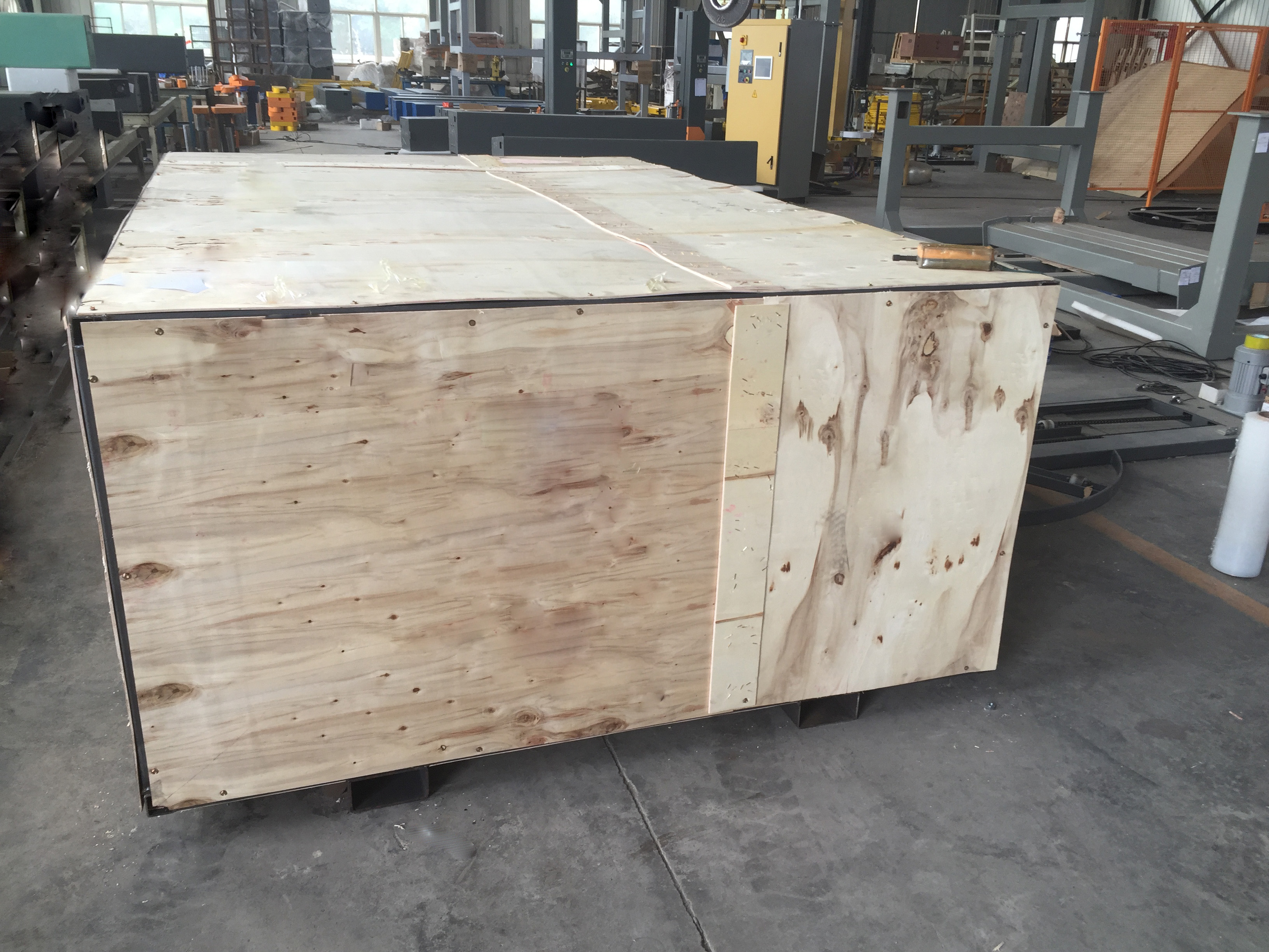 Semi Auto Pallet Wrapper wooden case