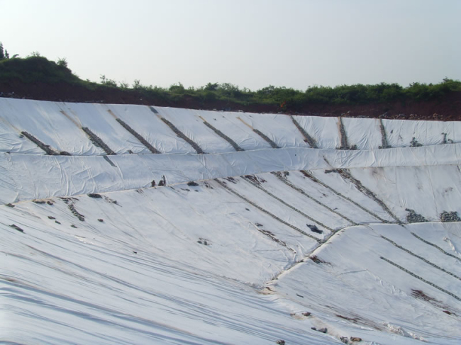Nonwoven geotextile application