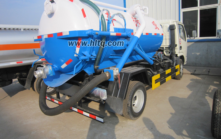 Vacuum suction sewer  truck