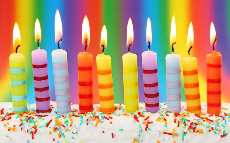 Поздравление со свечами на день рождение