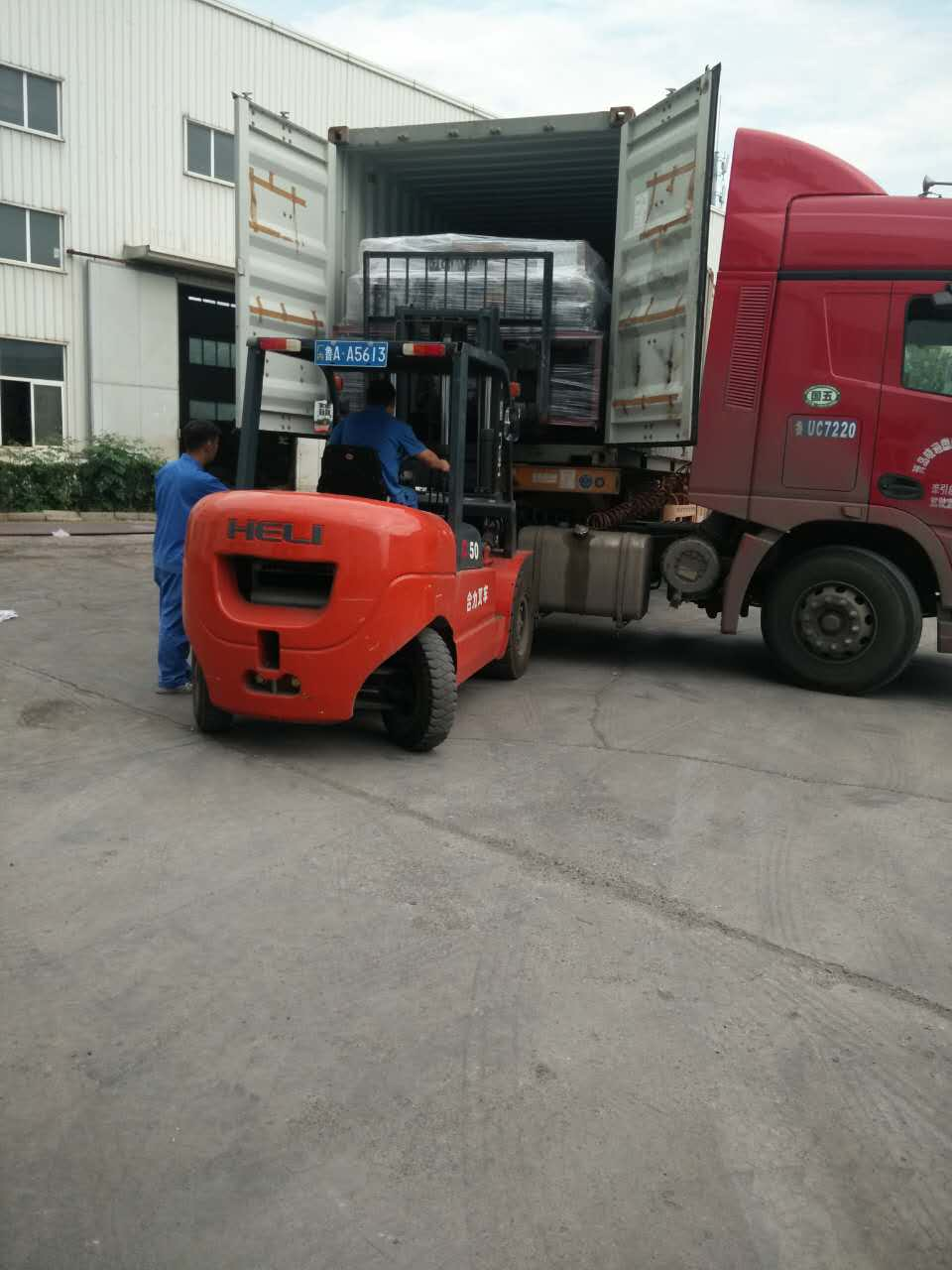 Semi Auto Pallet Wrapper loading