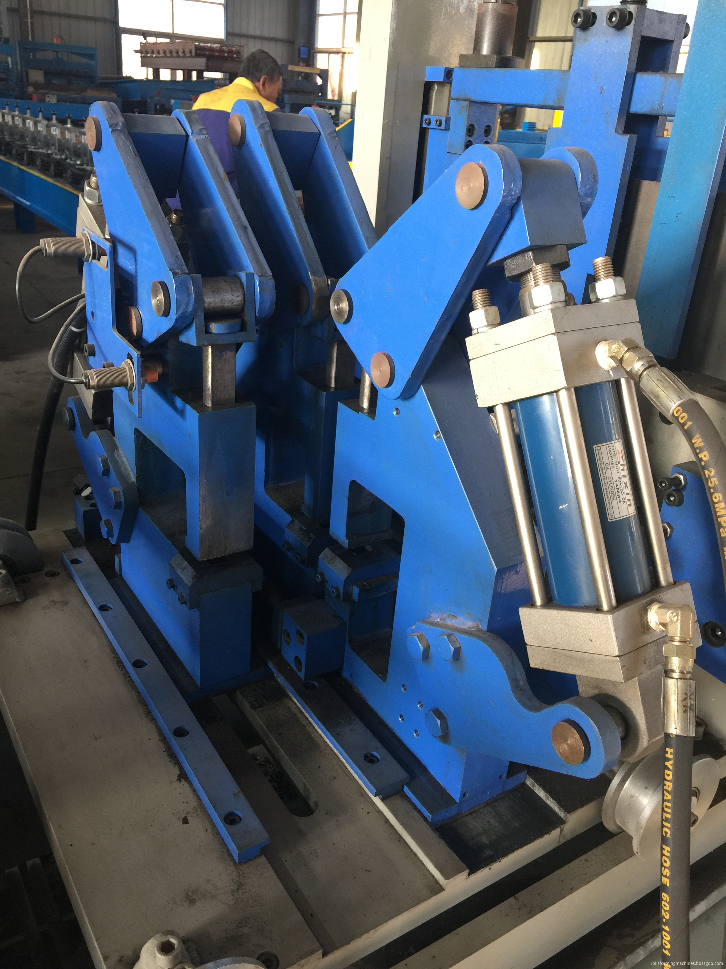 C purline rolling forming machine