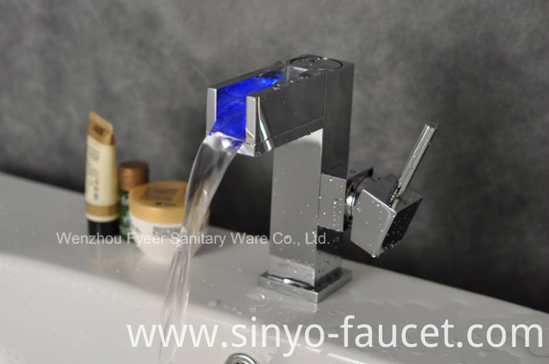 3 Color LED Water Brass Basin Mixer Faucet (QH015F)