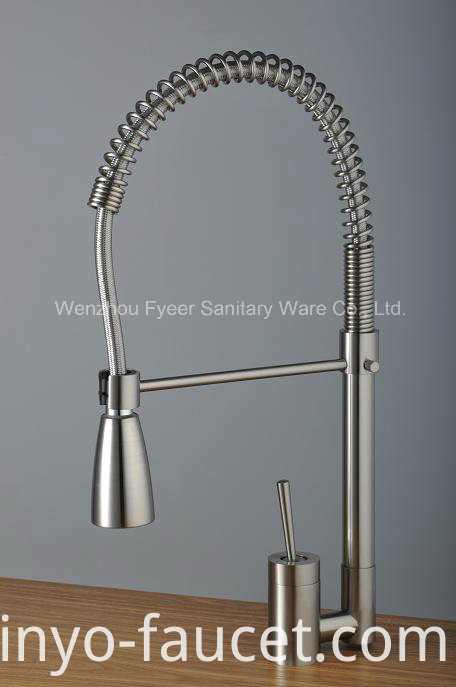 Brush Nickle Pull-Down Kitchen Sink Water Mixer Faucet (QH0747S)