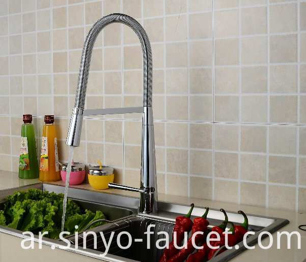 Pull Down Kitchen Lavatory Faucet Single Handle Kitchen Sink Faucet (QH3055K)