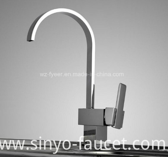 Oblate Goose Neck Kitchen Sink Water Mixer Faucet (QH0721)