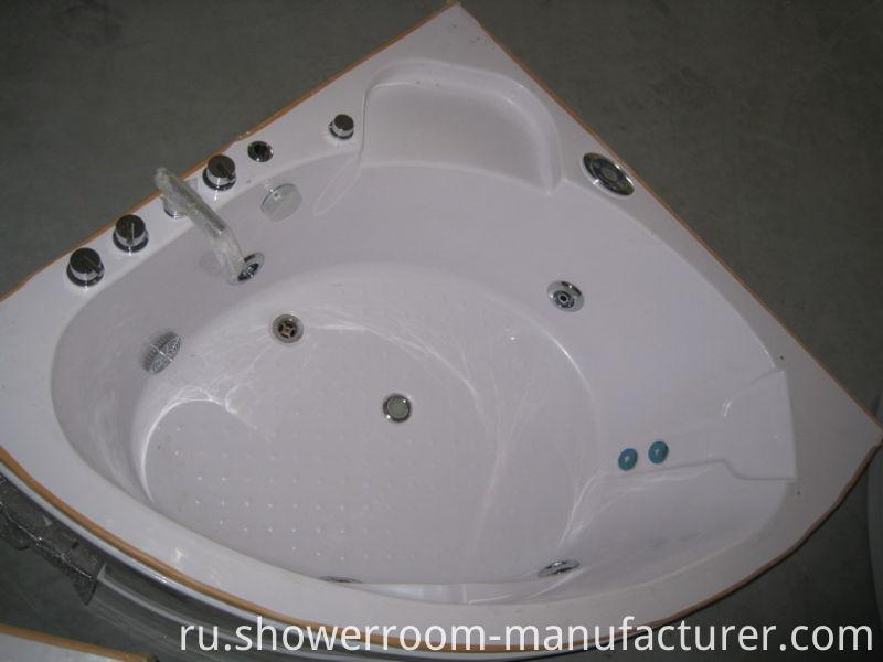 Small Size 135*135 Hydro Massage Indoor Bathtub (CL-336)