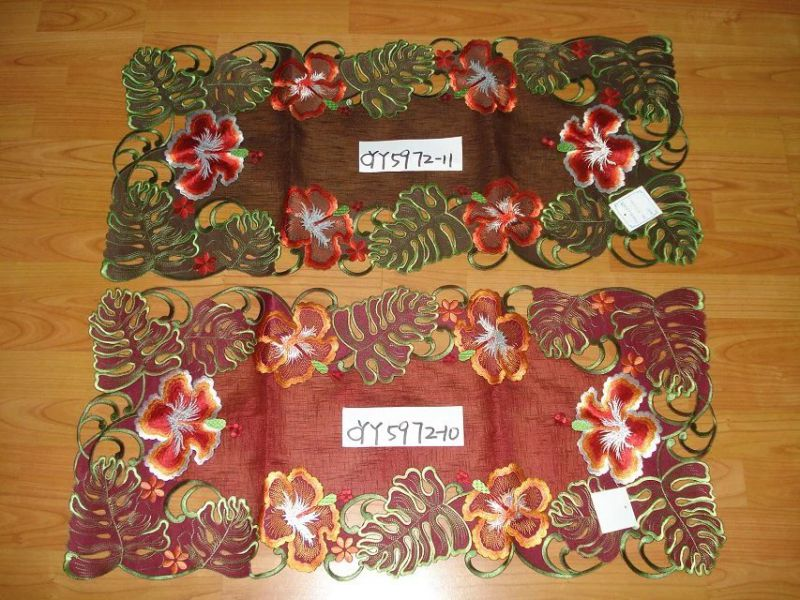 2016 New Design 40*90 Embroidery Table Runner